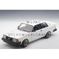 Volvo 240 1:18 240 Turbo wit plain body AutoART